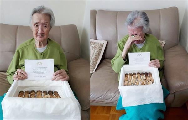 김지성 할머니 21일 김지성 할머니가 김정은 위원장이 보낸 송이버섯을 품고 눈물을 닦고 있다. (김기창씨 제공)