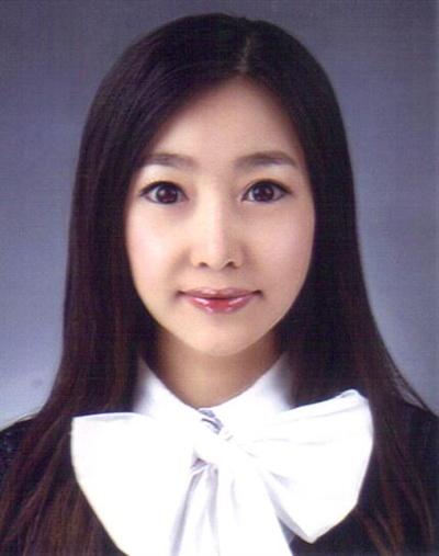 한국여성 최초 압사라춤 논문으로 제1호 예술문화박사학위를 딴 이선율씨.