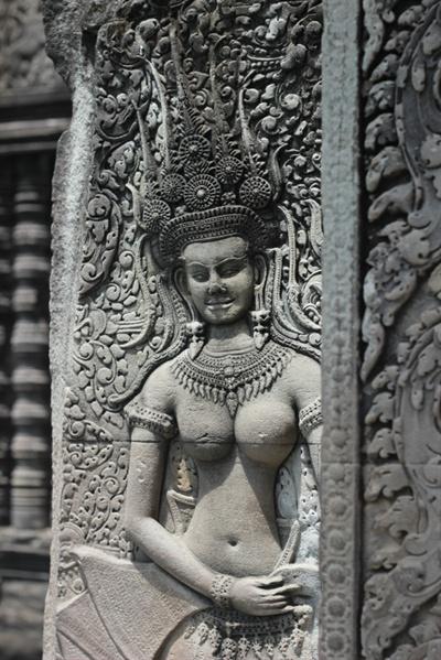 캄보디아 힌두신화속 무희로 알려진 압사라 여신이 새겨진 앙코르와트 사원 부조벽화의 모습.