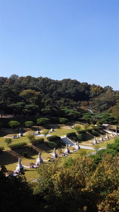 서울현충원 임시정부 요인 묘역 아래 편 왼쪽에서 세번째가 박잔익 선생의 묘다.