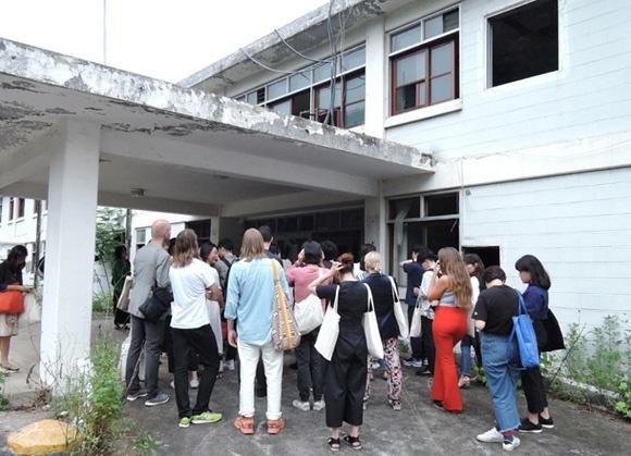 '구 국군광주병원 '전시투어를 기다리는 국내외 기자와 방문자들