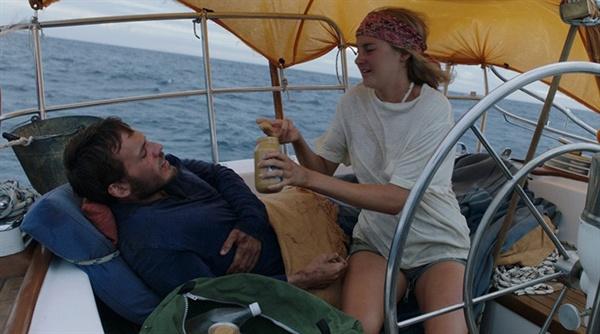 영화 <어드리프트: 우리가 함께한 바다>의 한 장면.