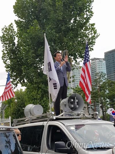 태극기집회 참여한 김진태 자유한국당 의원 태극기집회 참여한 김진태 자유한국당 의원