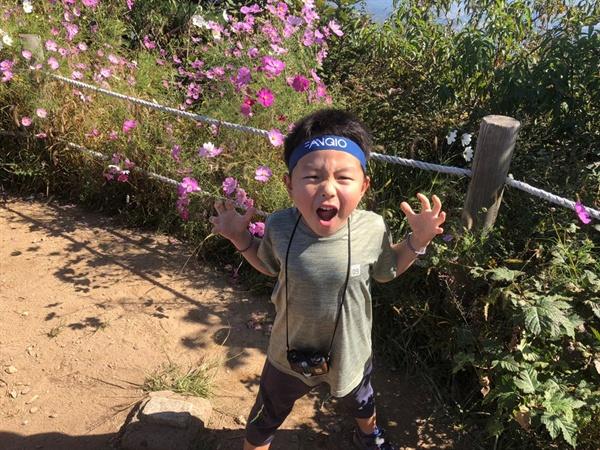 칼 두 개 찬 사람이 마냥 멋있는 6살 막둥이