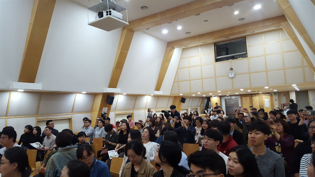참석자들로 북적이는 '로드다큐 <임정> 관객과의 대화' 현장