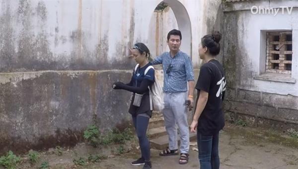 찾는 이가 없어 폐허처럼 방치된 '조선혁명군사정치간부학교 터'를 찾은 로드다큐 <임정> 팀이 현장을 둘러보고 있다.