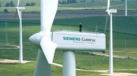 독일 전자회사 지멘스(Siemens)는 세계에서 재생에너지 사업에 가장 적극적으로 뛰어들고 있는 기업 중 하나다. 2016년에는 스페인 최대 풍력터빈 제조업체 가메사(Gamesa)를 인수합병, 풍력발전 업계에서 세계 1위 자리를 공고히 했다.