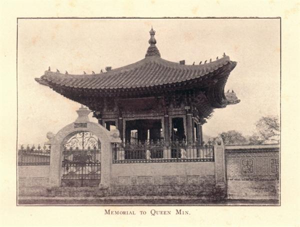 원형의 모습을 그대로 보존하고 있는 기념비전(1912년 촬영)