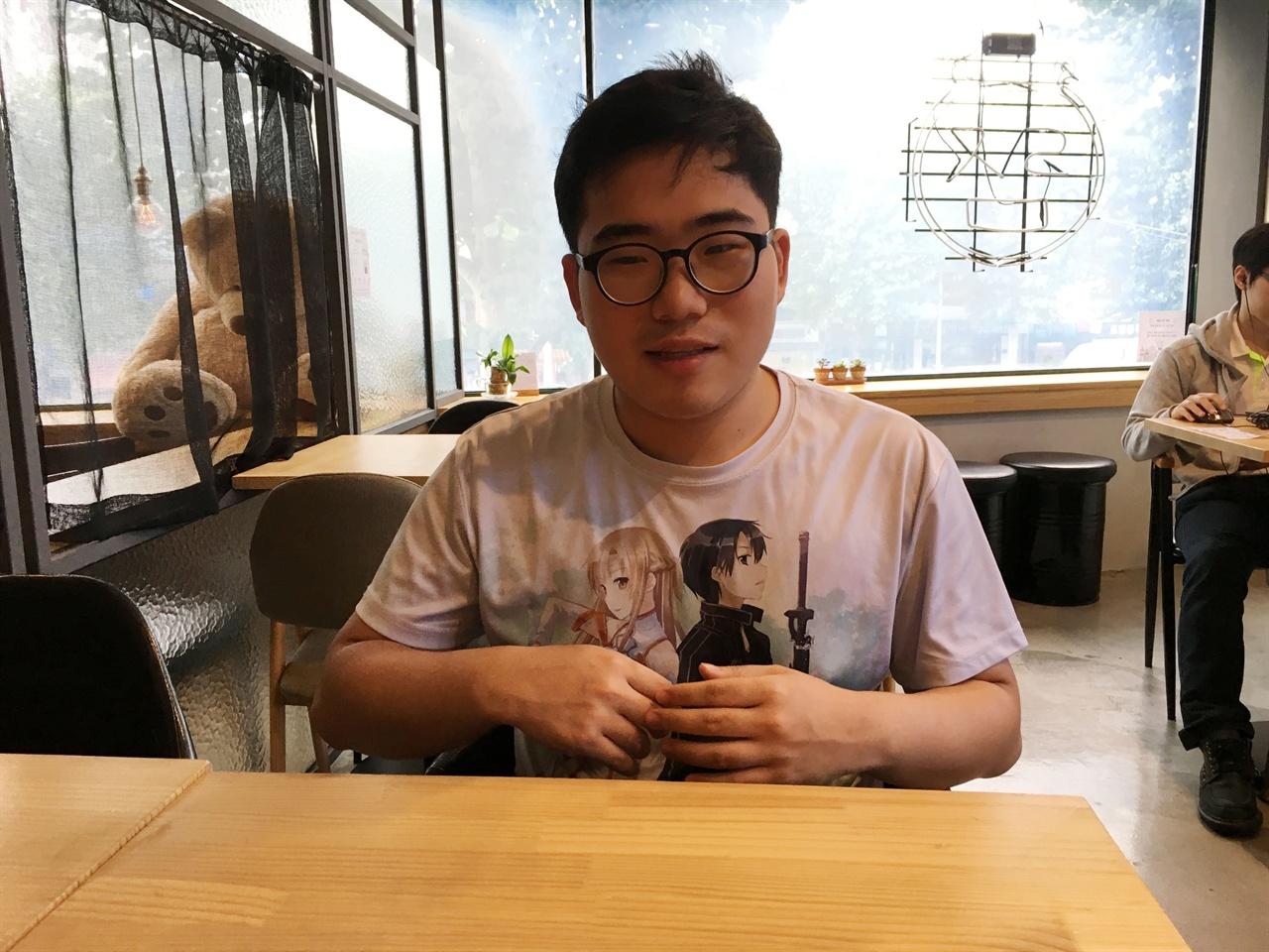서울경계인청년지원센터 아자라마 가디언 최원재 최원재 가디언이 인터뷰 질문에 답하고 있다.