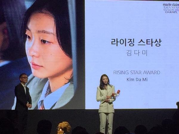 '라이징 스타상', 여자배우는 <마녀>의 김다미가, 남자배우로는 <안시성>의 남주혁이 수상
