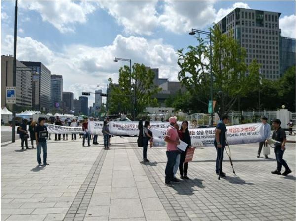 난민 연대 행동  9월 7일 단식 중인 난민들과 기자회견과 행진을 함께 했다.