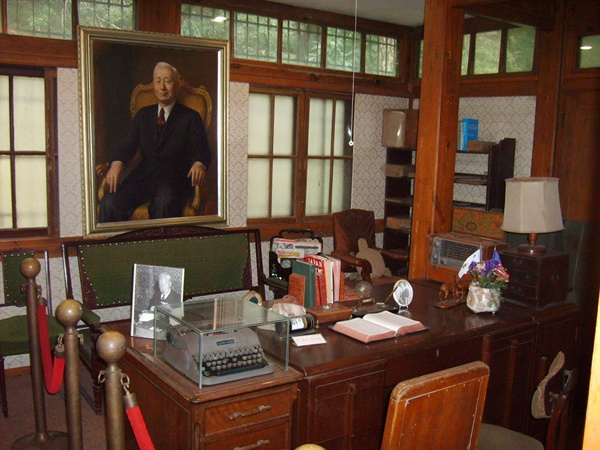 이승만 전 대통령의 저택인 이화장에서 찍은 사진. 서울시 종로구 이화동 소재.