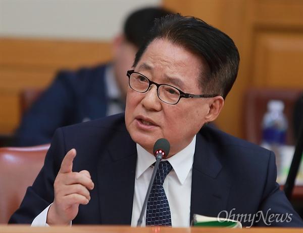 박지원 민주평화당 의원이 10일 오후 서초동 대법원에서 열린 법사위 국정감사에서 질의하고 있다.