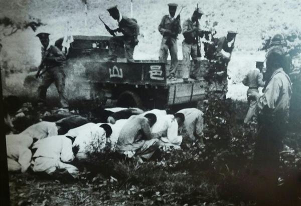 처형 대기중인 대전형무소 재소자들 트럭에 실려 산내로 이송된 재소자들(박도 사진집)