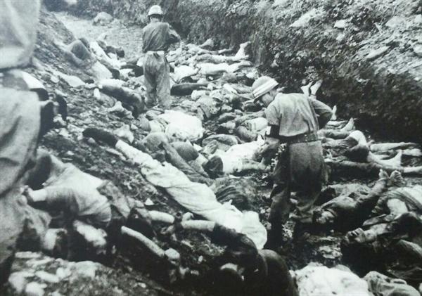 확인사살하는 군인 확인사살하는 군인(박도 사진집)