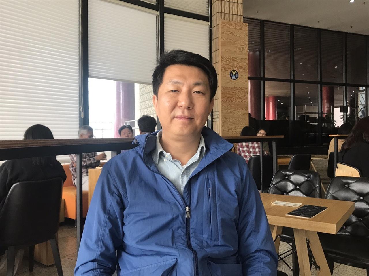 <저널리즘 토크쇼 J>를 연출하는 김대영 KBS 기자