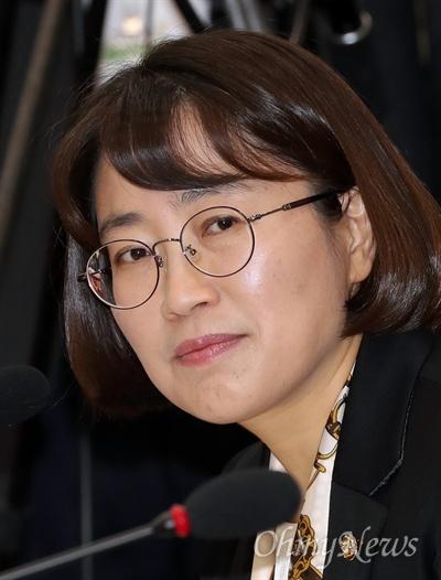 질의하는 추혜선 의원 추혜선 정의당 의원이 11일 서울 여의도 국회에서 열린 정무위원회 금융위원회 국정감사에서 질의하고 있다.
