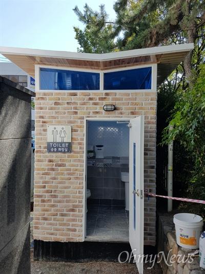 창원 3.15의거기념탑 옆에 화장실이 새롭게 조성되었다.