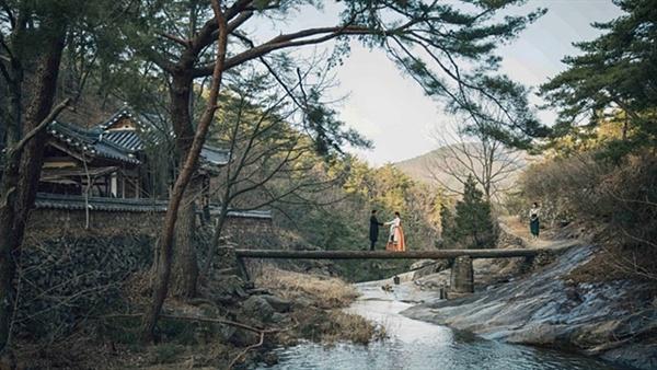 미스터션샤인에서 나온 만휴정 만휴정은 예전 드라마 <공주의 남자>를 이곳에서 촬영한 후 널리 알려졌다.