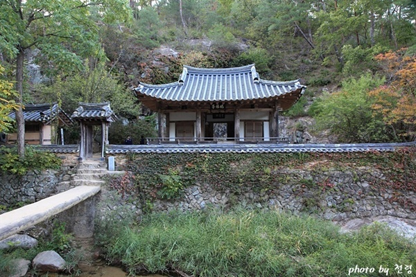 만휴정 김계행은 1501년 그의 나이 71세 때 만휴정을 지었다.