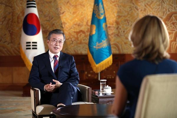 문재인 대통령이 12일 오전 청와대에서 영국 BBC와 인터뷰하고 있다.