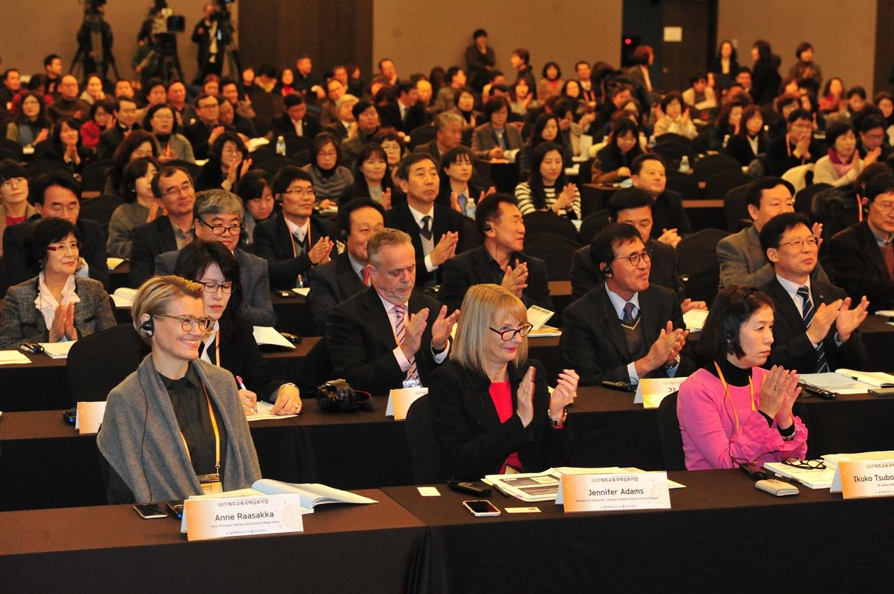 """""""IB 학술대회"""" 제주도교육청이 지난해 12월에 개최한 IB 교육과정 국제학술대회 장면."""