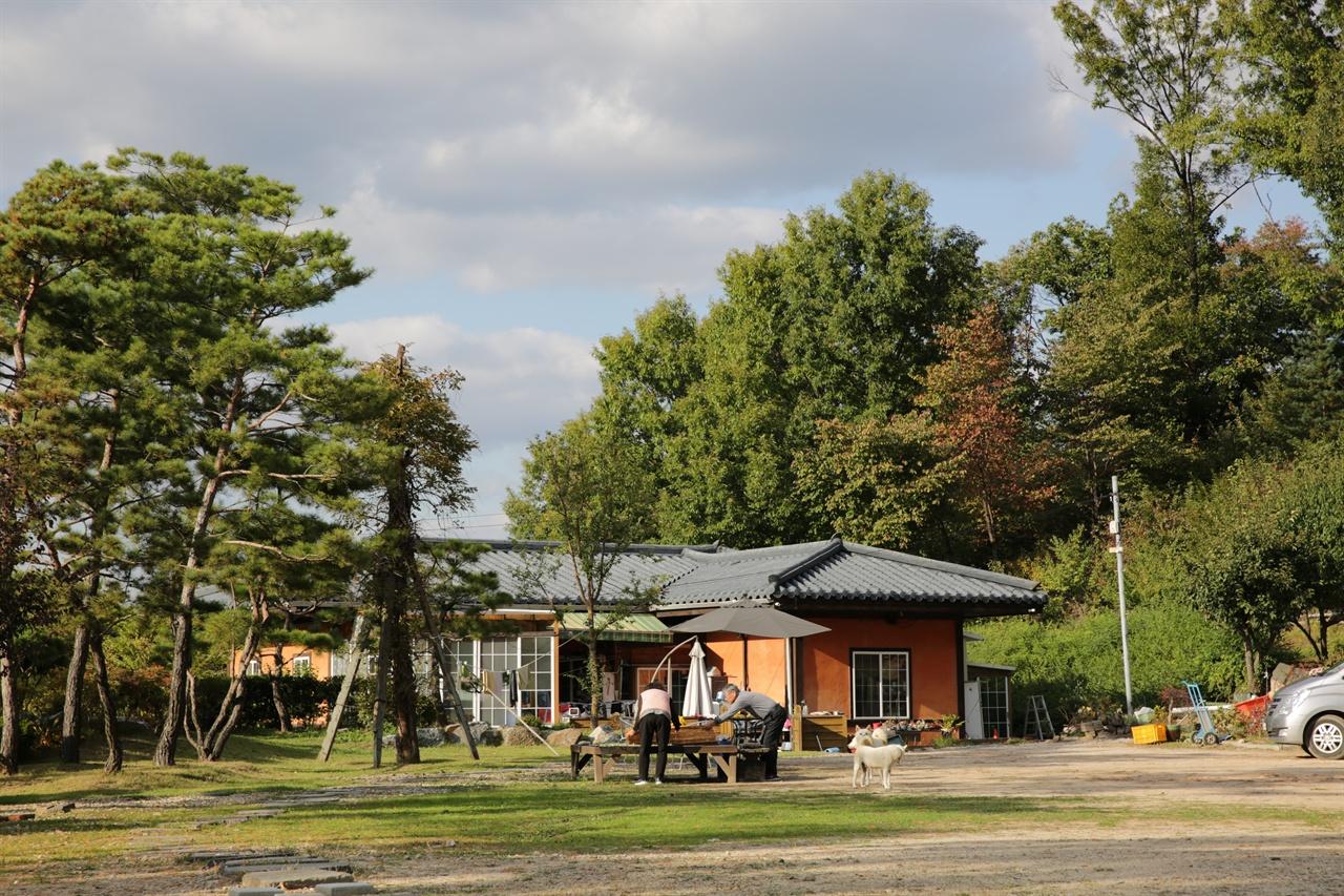 서계 박세당 고택 에는 12세손 등이 거주하면서 고택을 관리하고 있다. 서계 박세당 고택 에는 12세손 등이 거주하면서 고택을 관리하고 있다.