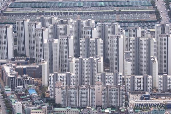 서울 도심에 밀집해 있는 아파트의 모습들. 서울 도심에 밀집해 있는 아파트의 모습들.