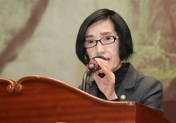 지난 12일 서울 여의도 국회의원회관에서 열린 홍범도 장군 탄생 150주년 기념식에서 피우진 국가보훈처장이 축사하고 있다.