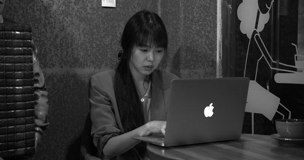 풀잎들 홍상수 감독의 신작 <풀잎들>이 10월 25일 개봉을 앞두고 있다.