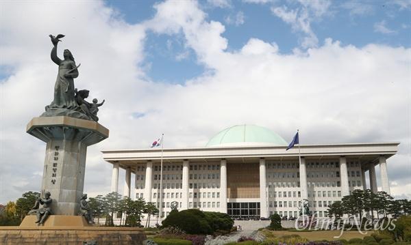 서울 여의도에 위치한 국회의사당 본관 전경