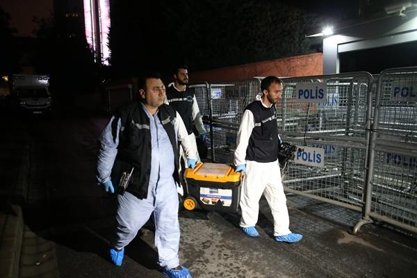 사우디 총영사관 수사 중인 터키 경찰 사우디 총영사관 수사 중인 터키 경찰