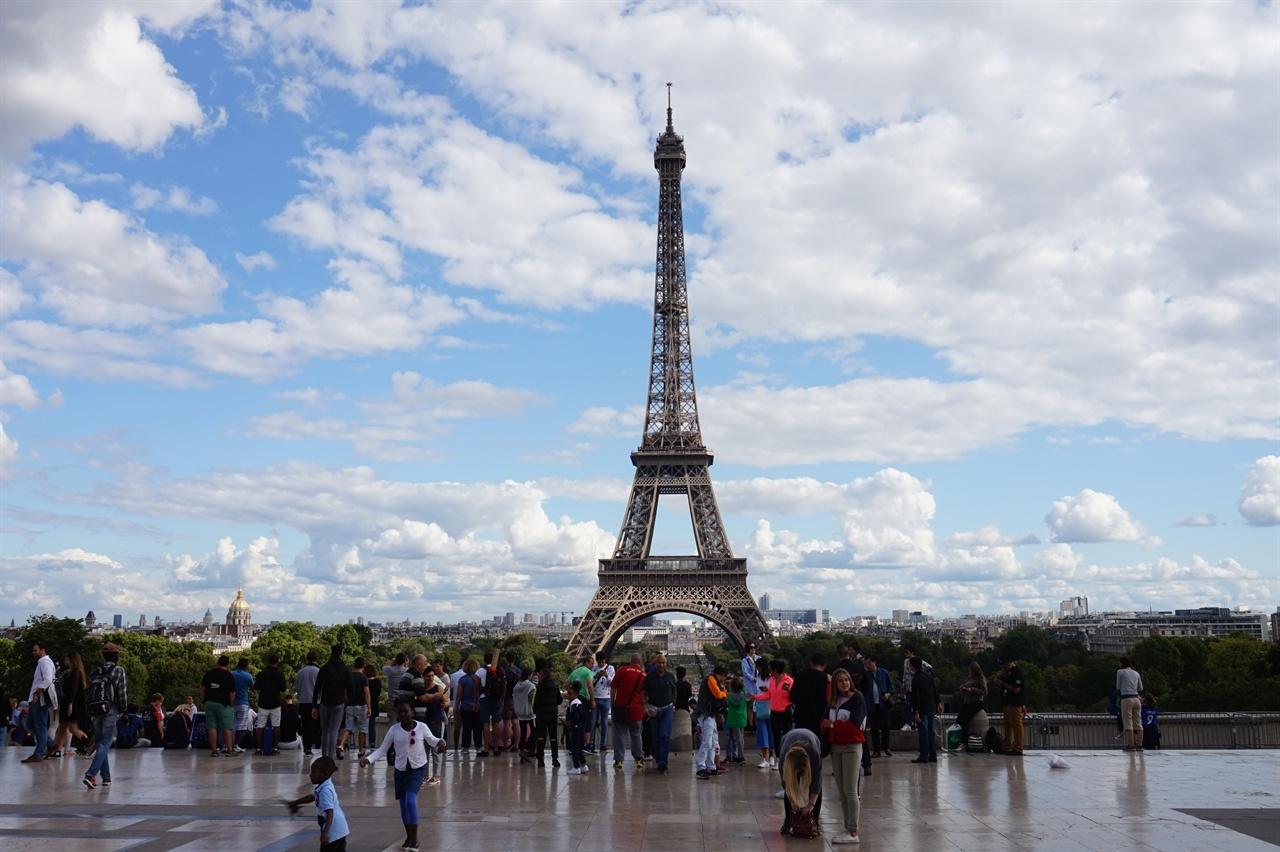 폭파하라는 히틀러의 명령에도 살아남은 파리의 에펠탑