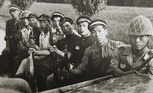 6.25한국전쟁 당시의 학도의용병 6.25한국전쟁 당시 18세 미만의 소년병은 남한만 총 29,603명이 참전하였고, 이중 약 10%에 가까운 2,573명이 전사하였다.