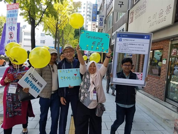 고용허가제 철폐 캠페인 아시아시민사회회의 참석자들과 함께 고용허가제 철폐 캠페인 벌이는 살라스