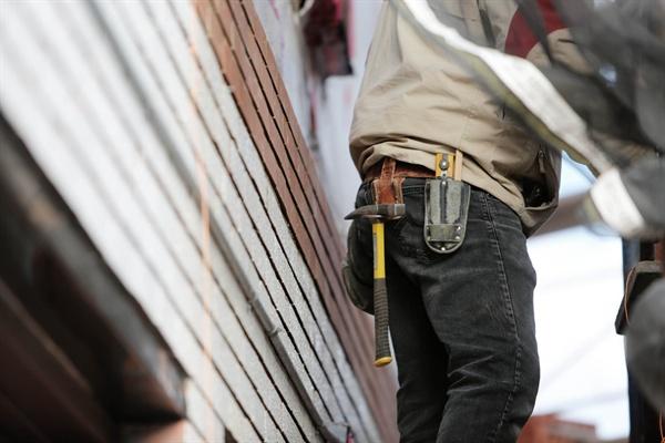 사람의 안전과 직결된 노동을 하면서도 건설노동자들은 열악한 환경에 노출된 채 일해왔다.
