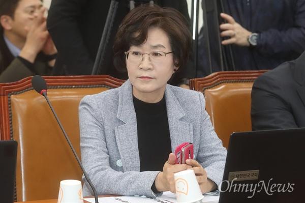 김상희 더불어민주당 의원이 24일 오전 서울 여의도 국회에서 열린 정치개혁 특별위원회 전체회의에서 참석해 발언하고 있다.