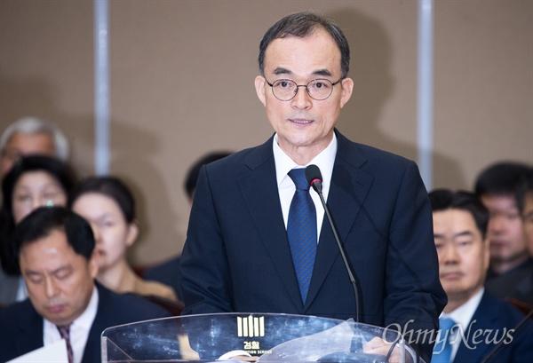 문무일 검찰청장이 25일 오전 서울 서초구 대검찰청에서 열린 국회 법사위 국정감사에서 업무보고를 하고 있다.