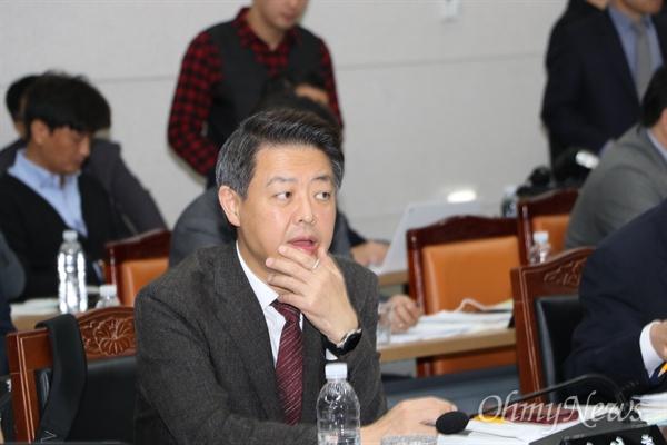 김영호 더불어민주당 국회의원이 25일 경북도청에서 열린 국정감사에서 질의를 하고 있다.
