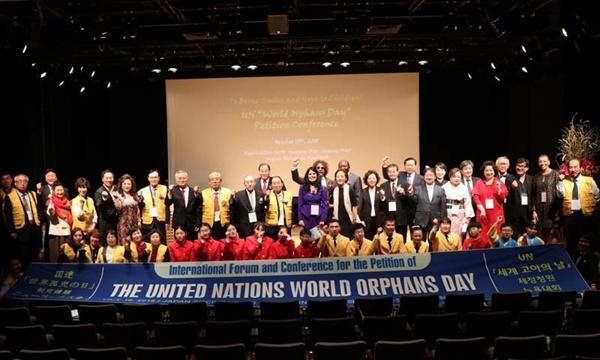 지난 15일 뉴욕에서 열린 유엔세계고아의날 제정 뉴욕청원대회.