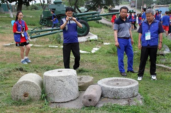 포시예트에 남아있는 고려인의 흔적  1900년대 러시아속 조선이라고 불리던 포시예트에는 22개 마을에 3만여 명의 한인이 거주하고 있었다고 한다. 지금은 폐쇄된 개인 박물관 잔디밭에 그 당시 사용하던 맷돌이 남아 당시 상시 상황을 추측할 뿐이다.