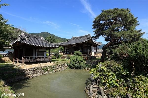 무기연당 원형을 잘 간직하고 있는 조선 시대 별당 정원이다.