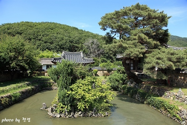 무기연당 무기연당은 종가에 딸린 별당 정원이다.