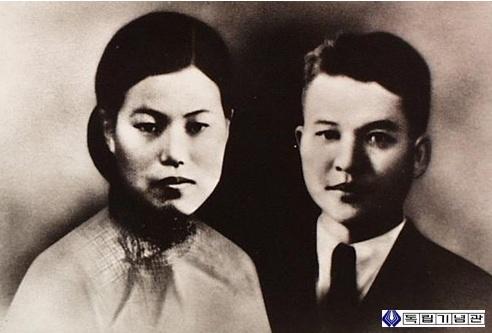 박차정과 김원봉 박차정과 김원봉은 1931년 3월 결혼하였다.