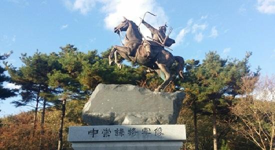 대구 동구 지묘동에 있는 신숭겸 장군 동상.