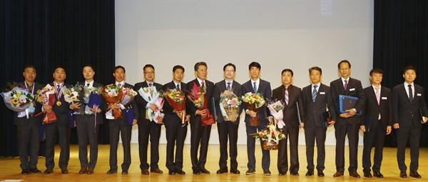경남도는 11월 1일 도청 신관 대강당에서 '제27회 경상남도 산업평화상, 최고장인 시상식'을 열었다.