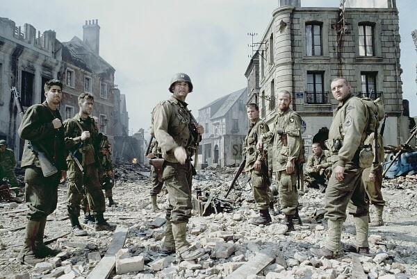 제2차 세계대전 영화의 새로운 시작 <라이언 일병 구하기>의 한 장면.