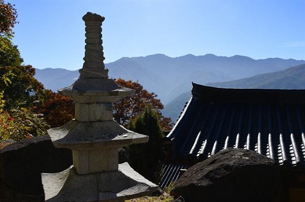 금대산 밑 해발 800m에 위치한 금대암과 삼층석탑
