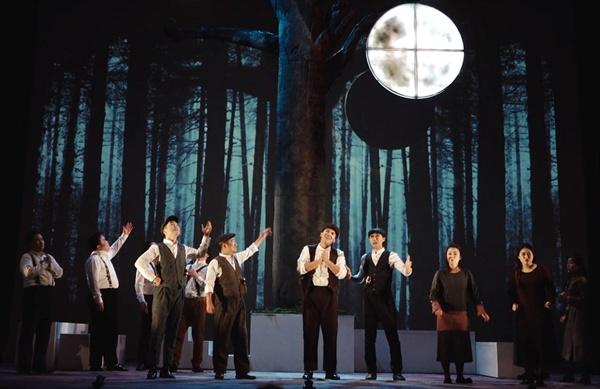 서울오페라앙상블의 현대오페라 '달'. 우리말 가사로 현대오페라를 쉽고 재미있게 전달했다.