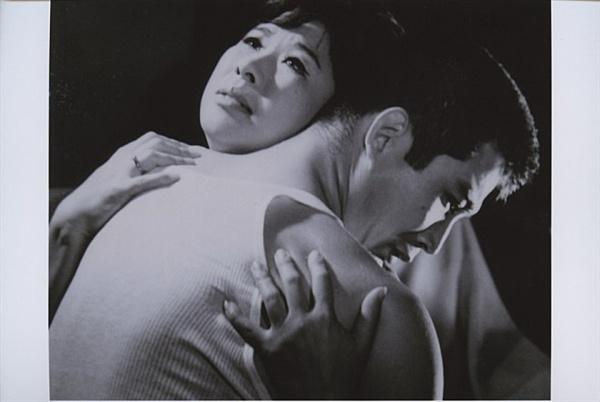 고 신성일의 대표작 <맨발의 청춘>(1964) 한 장면